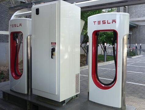 【直流式】 a) 充电桩(栓)电源输入电压:三相四线380vac±15%,频率50h图片