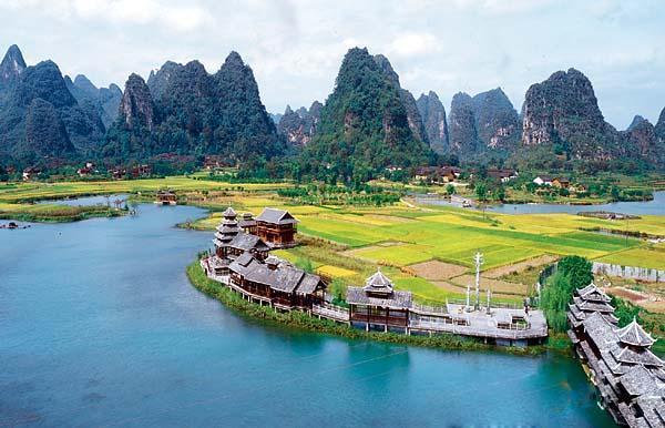 最新版本  立鱼峰风景区是柳州最主要的名山之一,位于柳江南岸闹市区