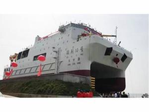 瑞利10号双体船下水