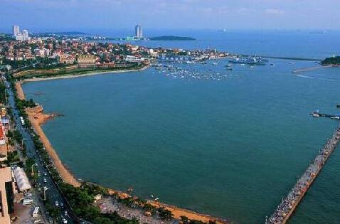 历史版本  青岛第一海水浴场又称汇泉海水浴场,位于青岛市汇泉湾内,可