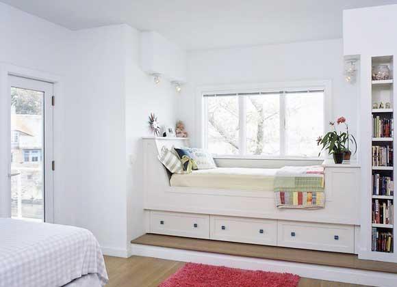 东方家园首席设计师杜雨萍建议,台面最好选择大理石等石材或桑拿板,既