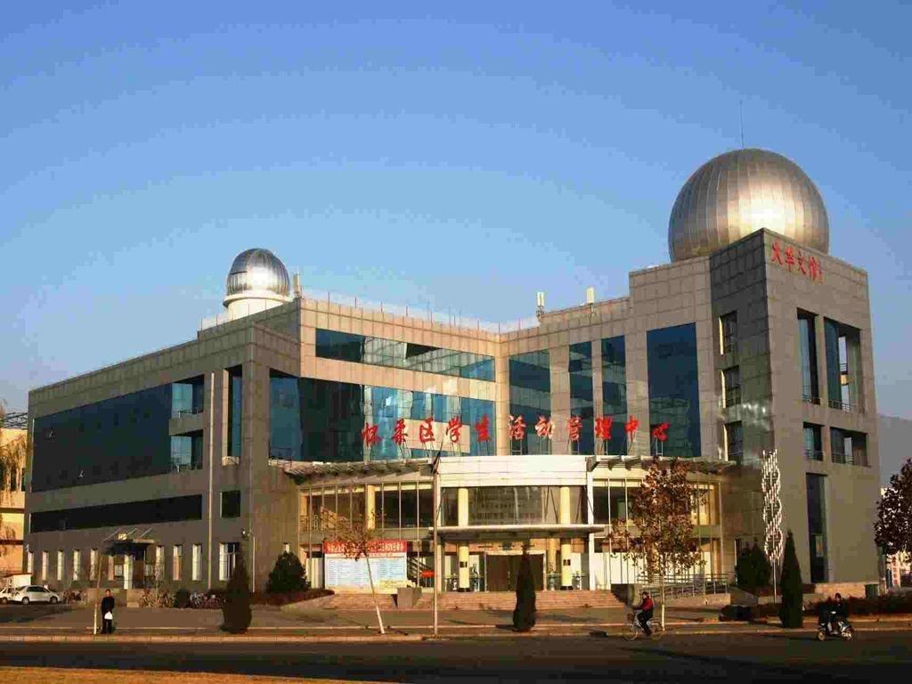 怀柔区是北京市市辖区,地处燕山南麓,位于北京市东北部.