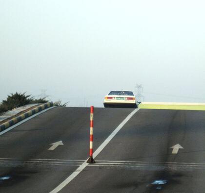 坡道起步是指汽车在一定角度的坡道上起步,它是新驾驶员必须具备的