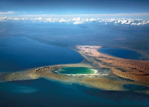 北海西以大不列颠岛和奥克尼群岛为界,北为设得兰群岛,东邻挪威和丹麦