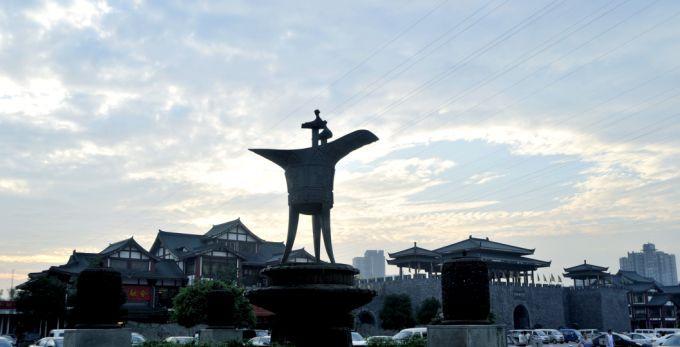 九龙坡区有国家4a级景区6个(华岩龙门阵景区,贝迪颐园,海兰云天,动物