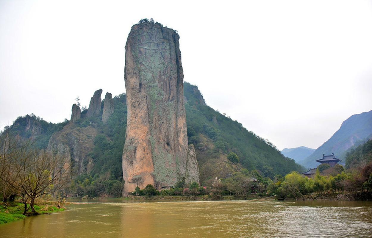 """2017年11月,仙都风景区获评""""2017年度中国十大品质休闲基地""""."""