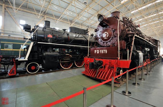 前进型机车采用全焊结构锅炉,蒸汽压力为15千克力/厘米,有1200毫米长
