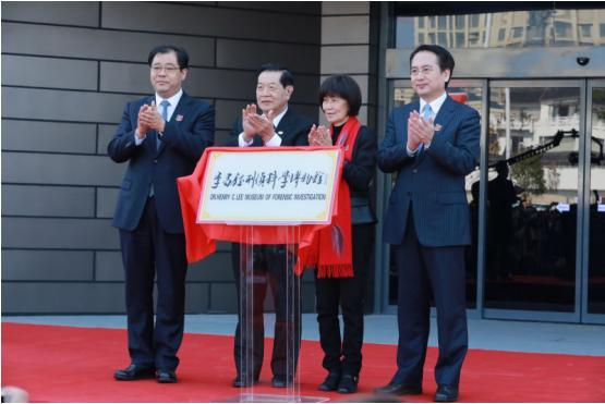 全部版本 历史版本     2009年,李昌钰回乡省亲,如皋市委书记陈惠娟