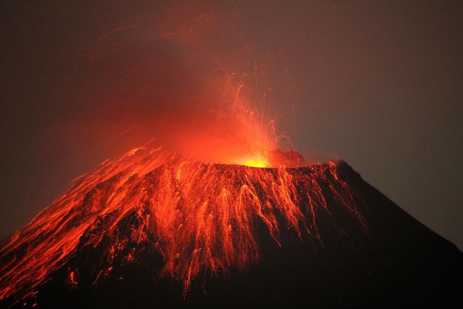 火山喷发图