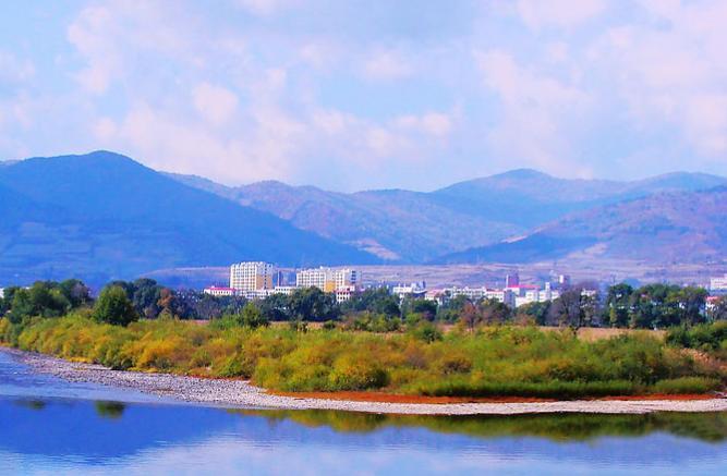 2013年,临江市投资5860万元,建设花山森林旅游度假区,七道沟风景区