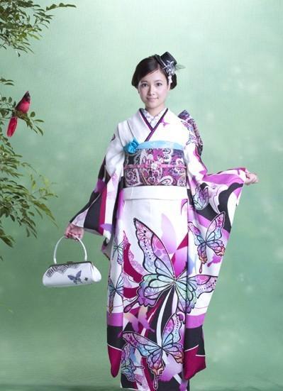 草刈麻有さんのコスチューム