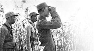 1942年,吕正操在冀中抗日前线。
