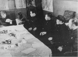 1948年中共中央东北局召开会议,右一吕正操
