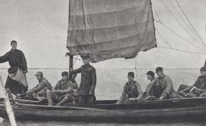 1941年,吕正操(中间站立者)在白洋淀。
