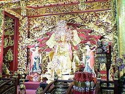 台湾苏澳镇南方澳南天宫的纯金妈祖神像
