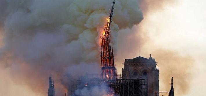 巴黎圣母院火?#36136;?#25925;