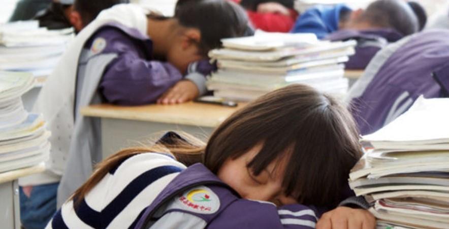 报告称青少年睡眠不足现象日趋严重 时长不达标者占比高