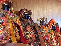 鹿港天后宫中,待分庙奉迎的妈祖神像